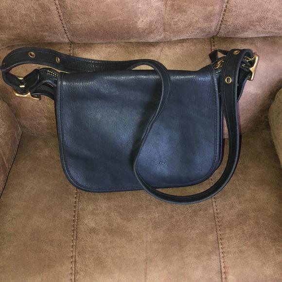dab14ea01041 Coach Handbags - Vintage Coach Patricia Legacy Leather bag.